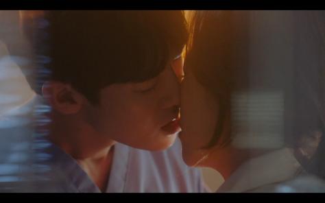 kiss scene yoo yoon seok seo hyun jin