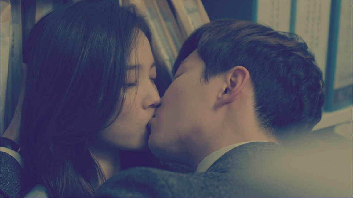 The Best Kiss Scenes Of 2016: Entourage, Descendants Of The Sun, and More